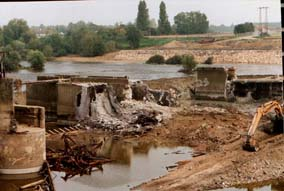 Photo Maisons rouge dam destruction